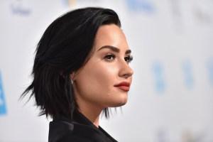 Demi Lovato luce sus curvas al natural