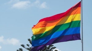 Alivio entre los transgénero al poder cambiar certificados