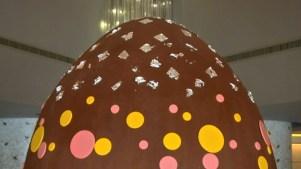 Celebran Pascuas en país árabe con huevo gigante
