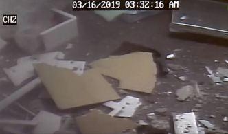 En video: conductor impacta mueblería en Caguas