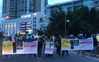 Manifestantes bloquean entrada al Viejo San Juan