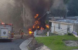 Hombre salta desde 25 pies de altura tras incendiarse camión