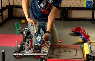 Estudiantes de robótica se preparan para competencia