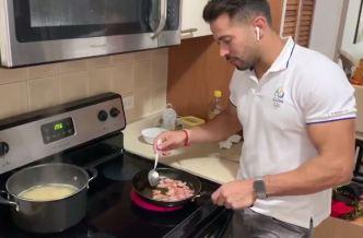 Tommy intenta hacer una rica cena para su esposa