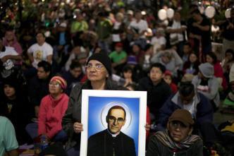 """Salvadoreños cumplen sueño de venerar a """"San Romero"""""""