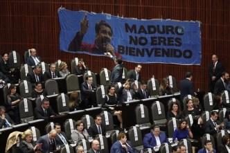 "Le gritan ""dictador"" a Maduro en Congreso mexicano"