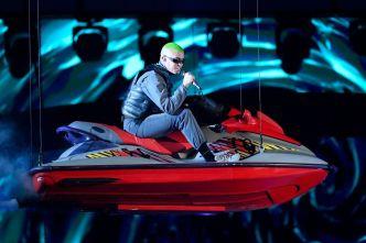 """Bad Bunny llega a """"200 MPH"""" en un jet ski"""