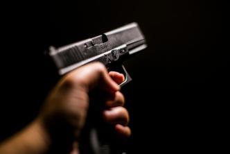 Cuatro delincuentes asaltan negocio en Manatí