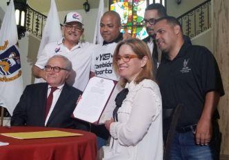 Carmen Yulín respalda las peleas de gallo