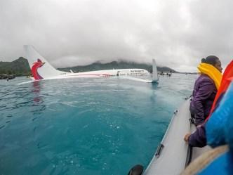 Pasajeros acaban en el mar tras fallido aterrizaje
