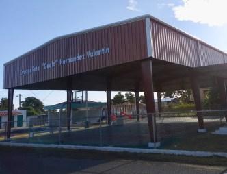 Estrenan renovado complejo deportivo en Isabela