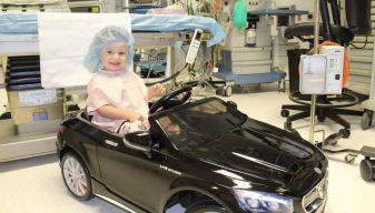 ¡De lujo! Llegan en auto al quirófano, justo antes de operarse