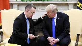 """Pastor liberado le pide a Dios """"sabiduría"""" para Trump"""
