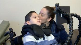 Madre hispana batalla por su hijo con enfermedad terminal