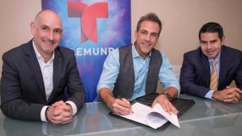 Carlos Ponce firma exclusividad con Telemundo