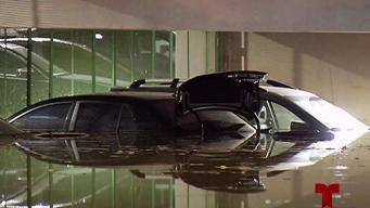Ciudadanos quedaron varados en estacionamiento