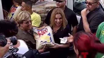 Ednita Nazario regresa con suministros a Ponce