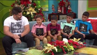 Llegan Los Reyes para familia que vive en guagua escolar