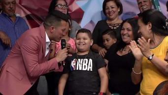 "Niño se bota al cantar ""jingle"" de Puerto Rico Gana"