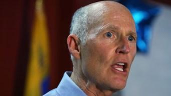Gobernador de Florida firma ley y limita acceso a armas