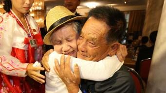 Emotivo: se abrazan tras años sin verse por la guerra