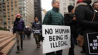 Arrestan a 18 en marcha contra deportación de activista