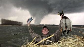 En video: cazadores de patos se enfrentan a tornado