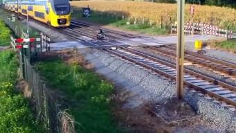 Video: se salva por un pelo de ser arrollado por un tren
