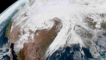 Ciclón bomba causa estragos en partes de EEUU