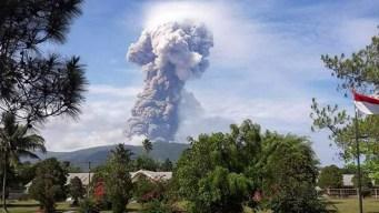 Tras azote de terremoto y tsunami, erupciona un volcán