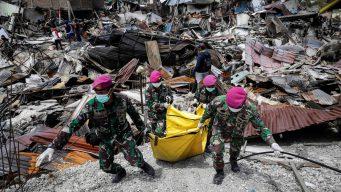 Indonesia: no cesa hallazgo de cadáveres tras desastre