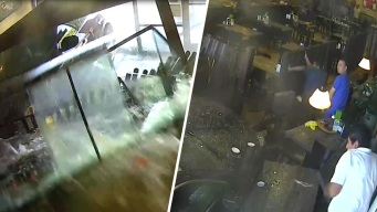 En video: auto se estrella en restaurante lleno de clientes