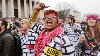 Multitudinarias marchas por los derechos de las mujeres