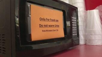 """Inusual petición: """"No calientes orina en el microondas"""""""