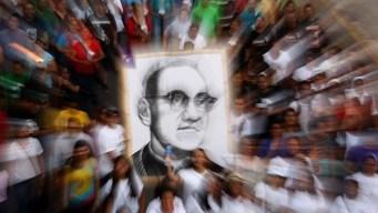 Celebran canonización de Romero en El Salvador
