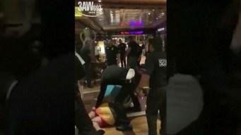 Bajan a 23 personas de un crucero tras violento incidente