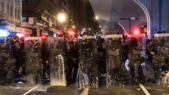 Crisis en Hong Kong: atacan con palazos a manifestantes