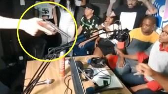 Transmiten en vivo asalto durante programa de radio