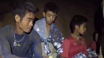 Niños dentro de cueva aprenden a bucear para su rescate