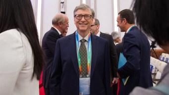 Bill Gates presenta novedoso inodoro que funciona sin agua