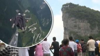 Alucinante video: se lanzan a mil pies de altura solamente con unos trajes con alas
