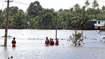 Sube a 370 número de muertos por inundaciones en India