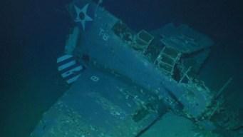 Hallan buque de guerra con aviones en el fondo del mar