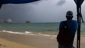 Fabio se convierte en huracán frente a las costas mexicanas