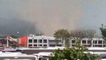En video: aparece tornado en plena calle y deja heridos
