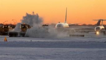 Miles de vuelos cancelados, retrasados por tormenta invernal