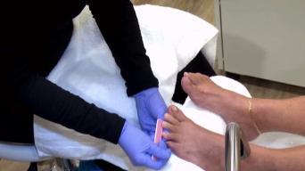 Especialista abre centro de pedicura y manicura médica