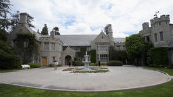 Venden la mansión de Playboy en $100 millones