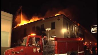Fuego consume varias edificaciones en Ponce