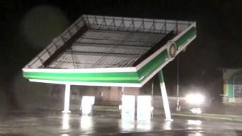 Video: Florence destroza y arrastra una gasolinera entera